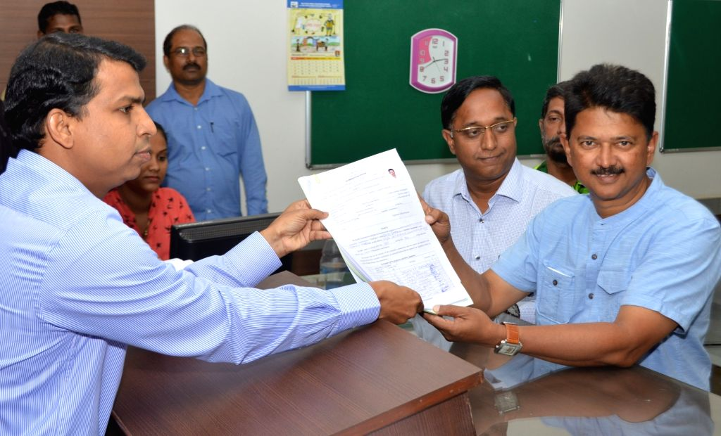 Goa Chief Ministerial candidate of Aam Aadmi Party Elvis Gomes files his nomination papers for upcoming state assembly polls at South Goa Collectorate office in Margao on Jan 12, 2017.