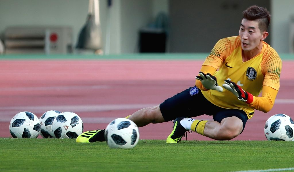 Goalkeeper Jo Hyeon-woo practices at Paju Stadium in Paju, Gyeonggi Province, on Aug. 6, 2018. Cho will compete as part of the South Korean national football team at the upcoming Asian Games in ...