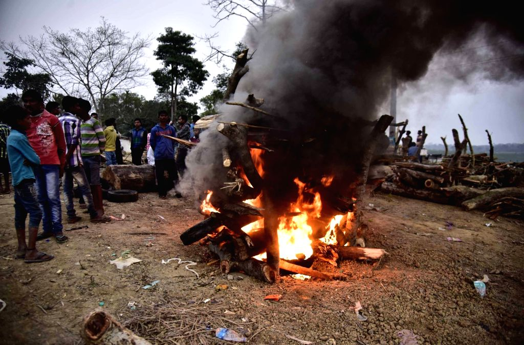 Golaghat: Cremation of one of the victims of Assam hooch tragedy underway at Halmari Tea Estate in Assam's Golaghat district on Feb 23, 2019. (Photo: IANS)