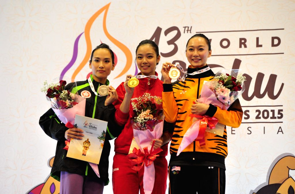 Gold medalist Lindswell (C) of Indonesia, silver medalist Suijin Chen (L) of Hong Kong of China, bronze medalist Shin Yii NG (R) of Malaysia pose on the podium ...