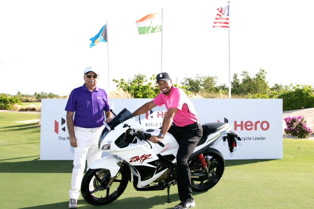 Golfer Tiger Woods with Hero MotoCorp Managing Director Pawan Munjal on the eve of Hero World Challenge 2016 on Nov 29, 2016.