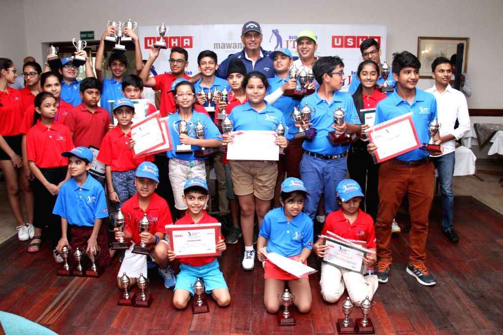 Golfers Agastya Tondon, Shivam Gupta, Neev Gulri with and others after conclusion of Usha Junior Training Programme for Golf at Delhi Golf Club in New Delhi on June 24, 2016. - Shivam Gupta