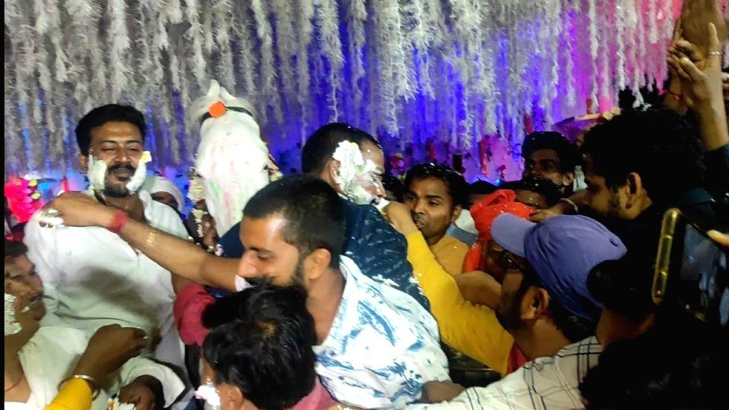 Golu Yadav celebrates birthday of his horse Chetak, cut cake, the party. - Golu Yadav
