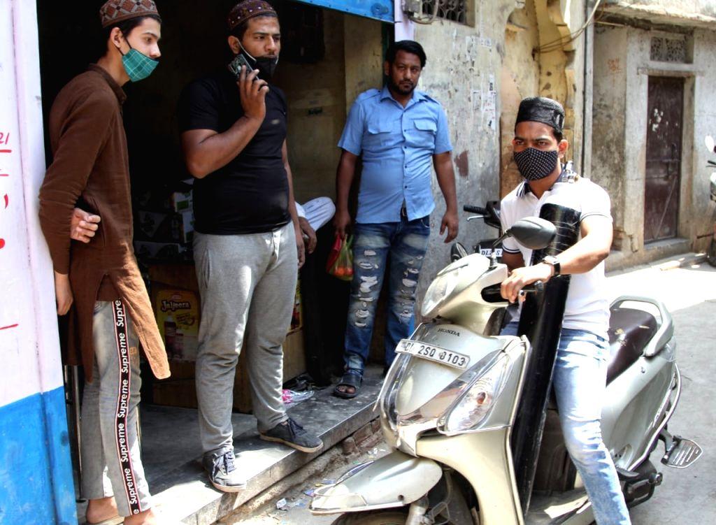 Good Samaritans distribute free oxygen in Delhi
