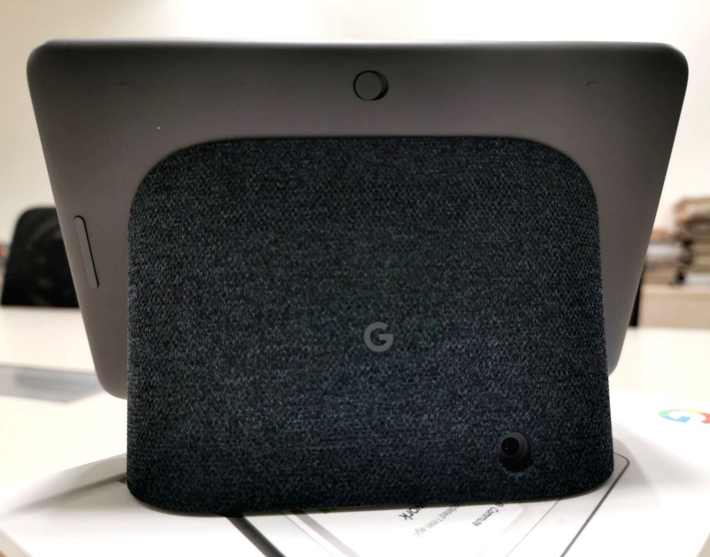 Google Nest Hub - a video speaker equipped with Google Assistant.