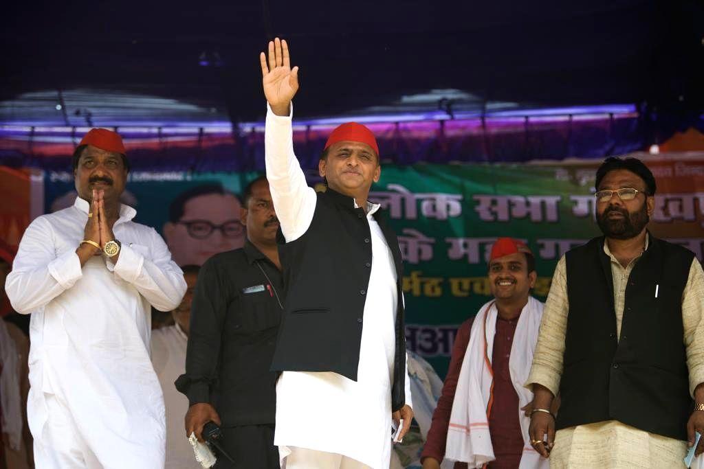 Gorakhpur (UP): Samajwadi Party (SP) President Akhilesh Yadav waves at supporters during a public rally ahead of the 2019 Lok Sabha elections, at Chillua Tal in Uttar Pradesh's Gorakhpur, on May 11, ... - Akhilesh Yadav