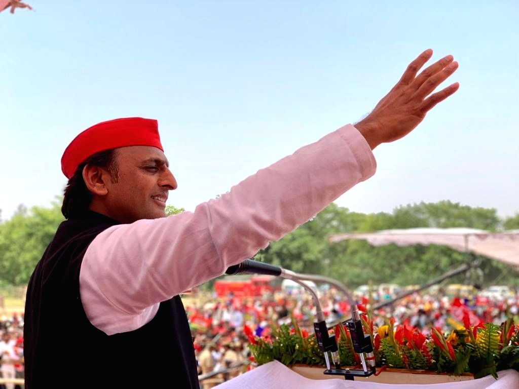 Gorakhpur (UP): Samajwadi Party (SP) President Akhilesh Yadav addresses a public rally ahead of the 2019 Lok Sabha elections, at Chillua Tal in Uttar Pradesh's Gorakhpur, on May 11, 2019. (Photo: IANS) - Akhilesh Yadav