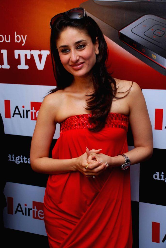 Gorgeous Kareena Kapoor Meets Airtel DTH Winners.