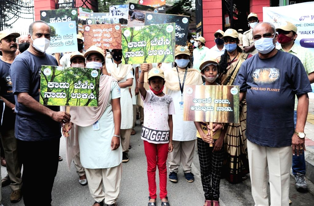 Governor Thawar Chand Gehlot and Minister Umesh Katti flagged off to ???Walk for Wildlife Conservation??? on the occasion of 67th Wildlife Week 2021 from Cubbon Park to Lalbagh, in ... - Umesh Katti and Dhananjay Yadav