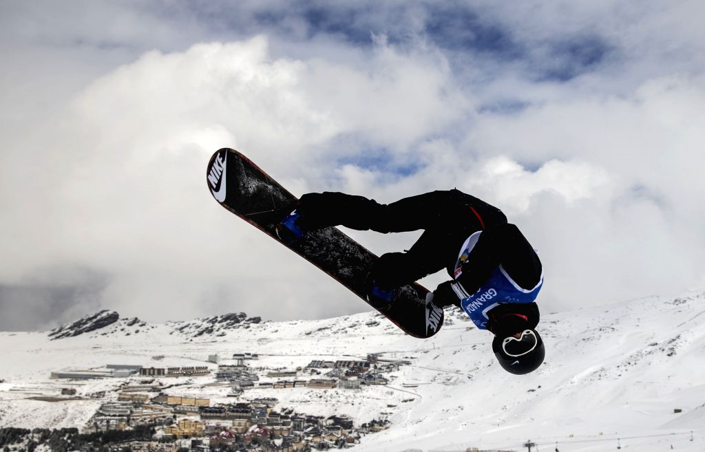 Zhang Yiwei of China competes during the final of men's halfpipe at the 27th World Winter Universiade in Granada, Spain, Feb. 7, 2015. Zhang got the 12th place with