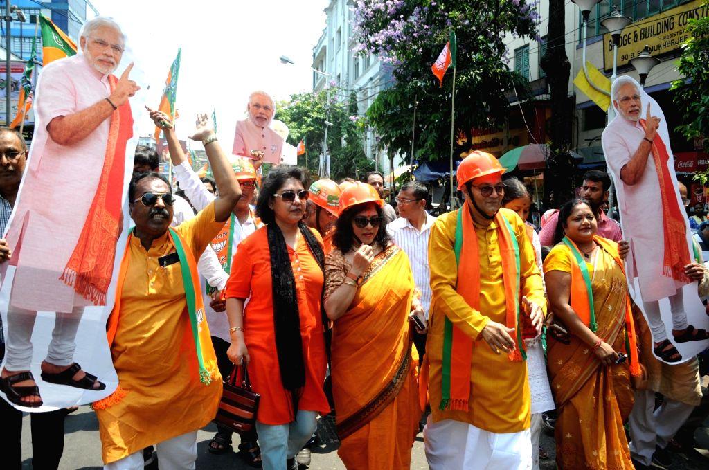 Grandnephew of Subhash Chandra Bose and BJP's Lok Sabha candidate from Kolkata South, Chandra Kumar Bose during a roadshow ahead of filing his nomination for the forthcoming Lok Sabha ... - Subhash Chandra Bose and Chandra Kumar Bose