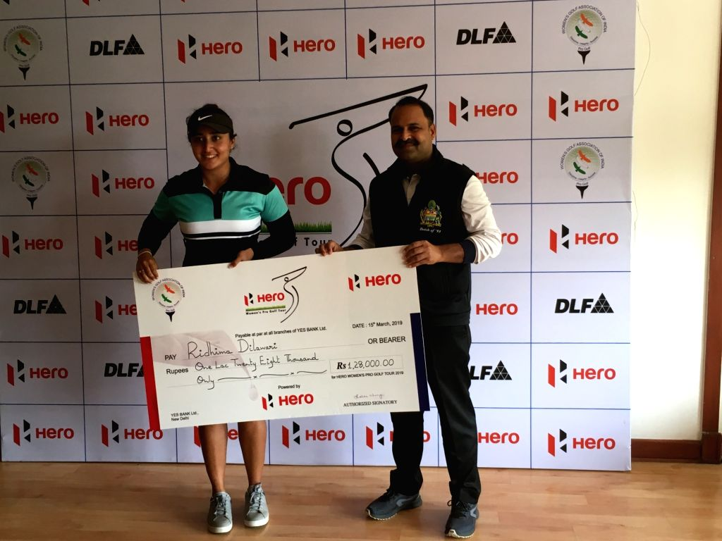 Greater Noida: Golfer Ridhima Dilawari receives winner's cheque during a post presentation ceremony after winning Hero Women's Pro Golf Tour in Greater Noida, on March 15, 2019.