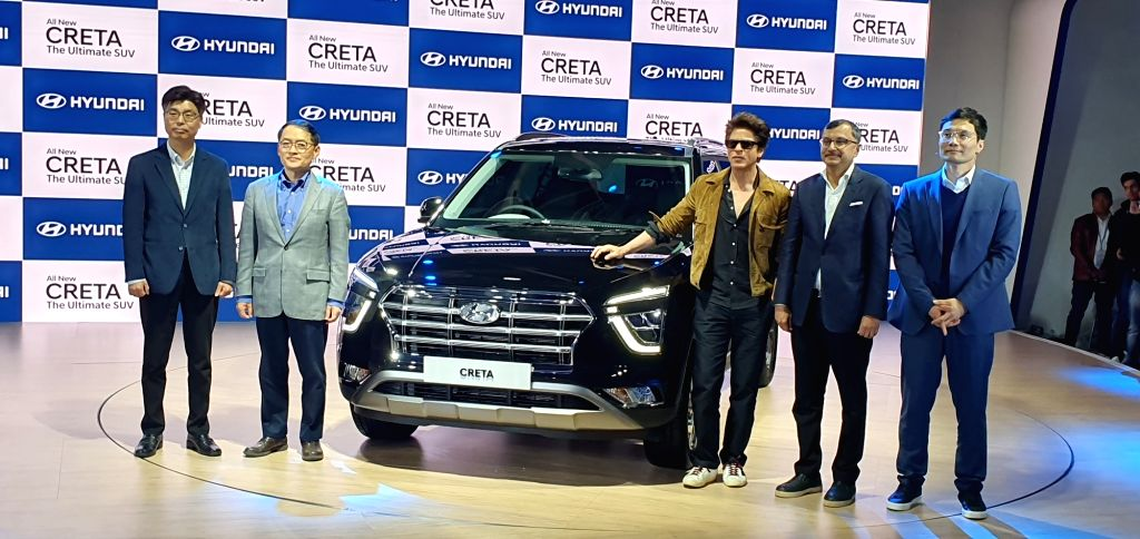 Greater Noida: Hyundai Motor India MD and CEO S S Kim and actor Shah Rukh Khan unveil the second-generation of Hyundai Creta on the second day of the Auto Expo 2020, in Greater Noida on Feb 6, 2020. - Shah Rukh Khan