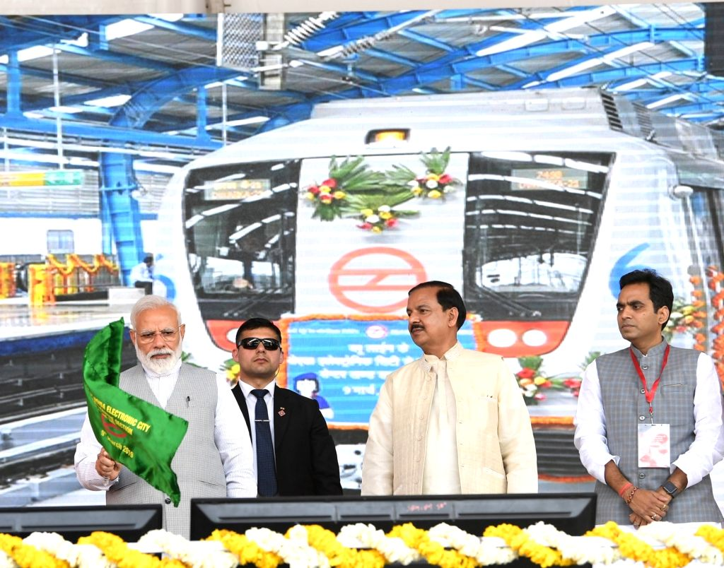 Greater Noida: Prime Minister Narendra Modi flags off Noida City Centre - Noida Electronic City Section of the Delhi Metro's blue line at Greater Noida, Uttar Pradesh on March 9, 2019. Also seen ... - Narendra Modi and Mahesh Sharma