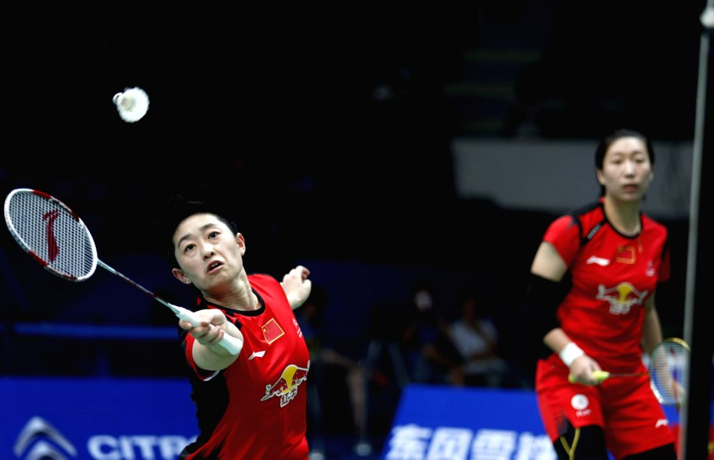 Yu Yang and Wang Xiaoli (R) of China compete during women's double match against Jung Kyung Eun and Kim Ha Na of South Korea at the 2013 BWF World ...