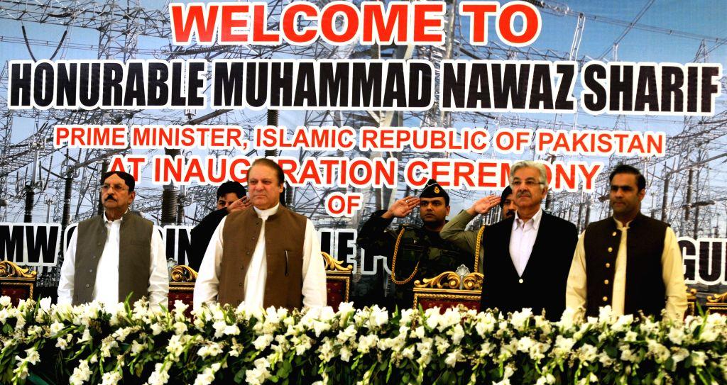 Pakistani Prime Minister Nawaz Sharif (C) visits Guddu power plant in Guddu, Pakistan, April 21, 2014. Prime Minister Nawaz Sharif inaugurated two units of 243 ... - Nawaz Sharif