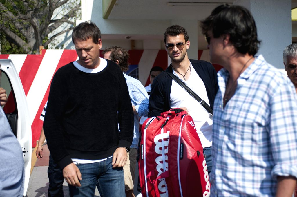 Bulgaria's Grigor Dimitrov (C) arrives at Acapulco to participate in the Mexican Open tennis tournament, in Guerrero State, Mexico, on Feb. 20, 2015. (Xinhua/Jesus ...