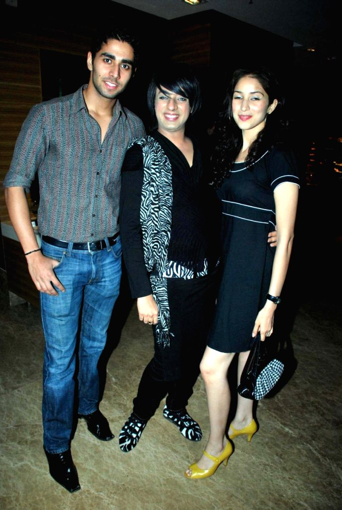 Guests posing for shutterbugs at the Grand Sarovar event in Mumbai. .