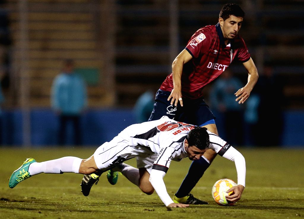 Guillermo Maripan (R) of Universidad Catolica of Chile vies for the ball with Juan Manuel Olivera (L) of Danubio of Uruguay during a soccer match as part of Copa Sudamericana tournament held ...