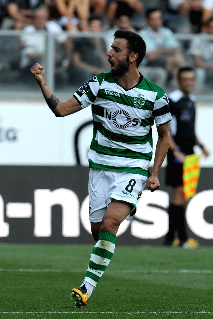 GUIMARAES, Aug. 20, 2017 - Sporting's Bruno Fernandes celebrates after scoring during the Portuguese League soccer match between Vitoria SC and Sporting CP in Guimaraes, Portugal, on Aug. 19, 2017. ... - Fernandes