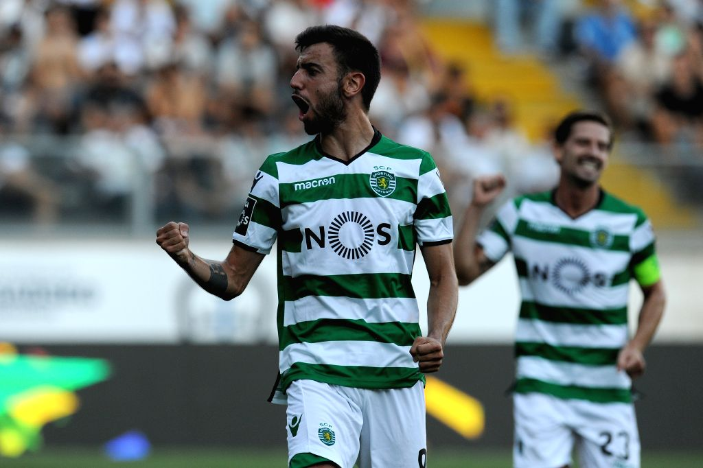 GUIMARAES, Aug. 20, 2017 - Sporting's Bruno Fernandes (L) celebrates after scoring during the Portuguese League soccer match between Vitoria SC and Sporting CP in Guimaraes, Portugal, on Aug. 19, ... - Fernandes