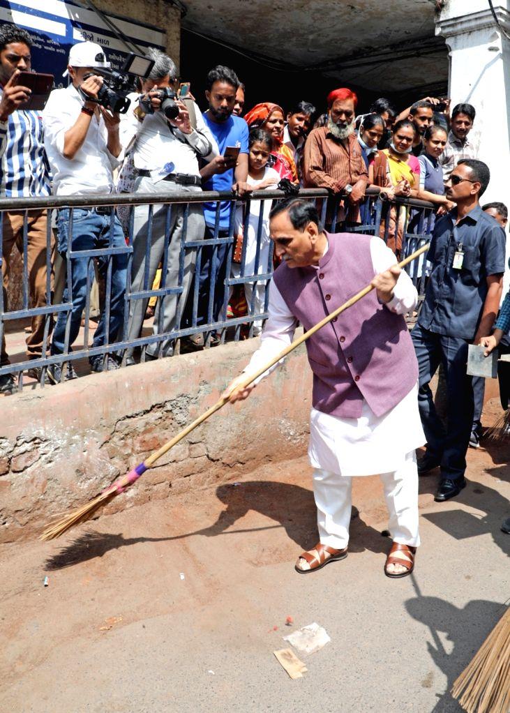Gujarat Chief Minister Vijay Rupani participates in 'Swachhta Hi Sewa' campaign at Ahmedabad's V S Hospital on Sept 16, 2018. - Vijay Rupani
