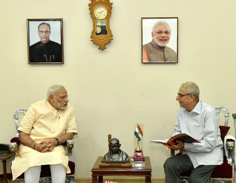 Gujarat Governor O.P. Kohli calls on the Prime Minister Narendra Modi to wish him on his birthday, in New Delhi on Sept 17, 2016. - Narendra Modi and P. Kohli