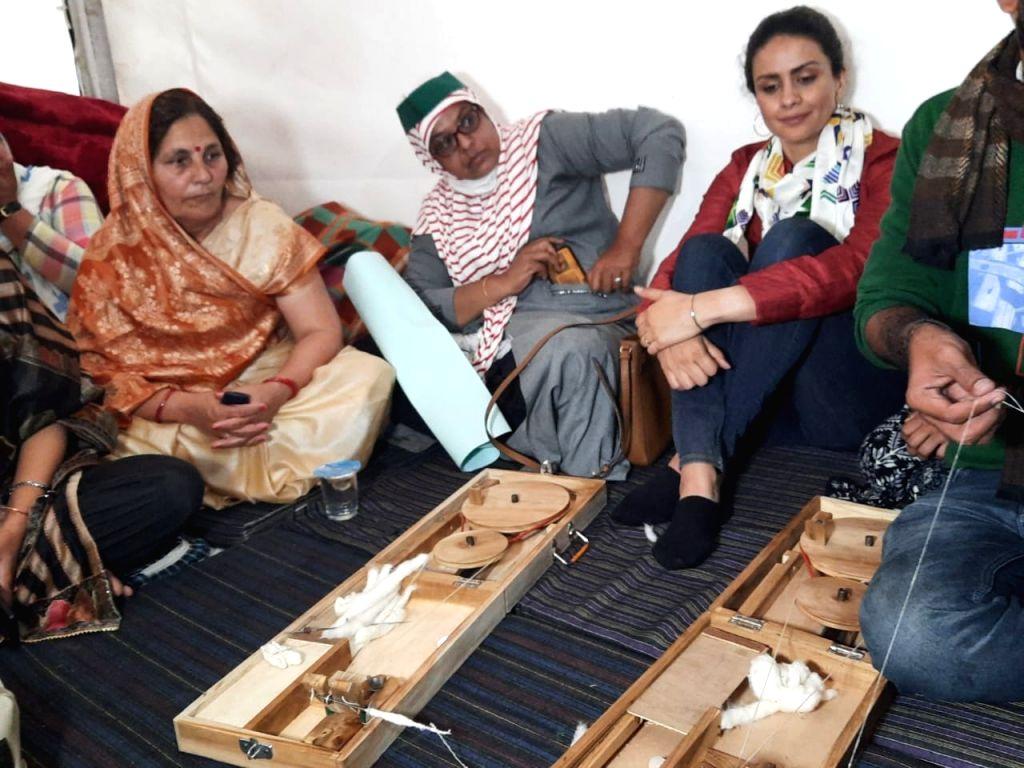 Gul Panag visits Ghazipur border to show solidarity - Gul Panag