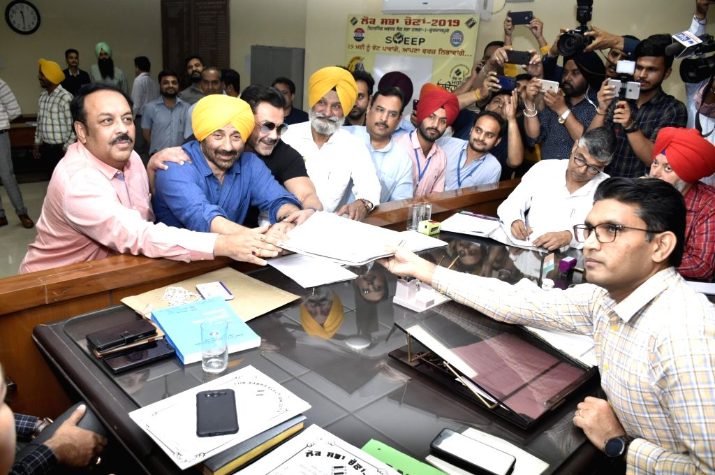 Gurdaspur: BJP's Lok Sabha candidate from Gurdaspur Sunny Deol accompanied by Punjab BJP chief Shwet Malik and actor Bobby Deol, files nomination for the forthcoming Lok Sabha elections in Punjab's Gurdaspur, on April 29, 2019. (Photo: IANS) - Bobby Deol and Malik