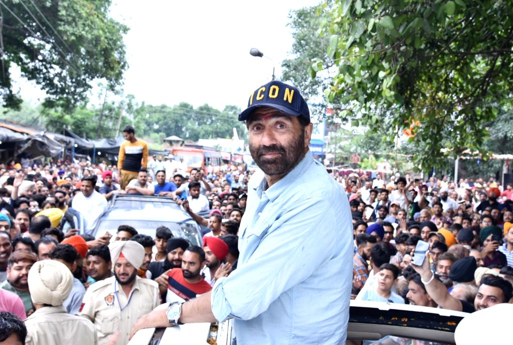 Gurdaspur: BJP's Lok Sabha candidate from Gurdaspur, Sunny Deol during a roadshow ahead of the final phase of 2019 Lok Sabha elections, in Punjab's Gurdaspur on May 17, 2019. (Photo: IANS)