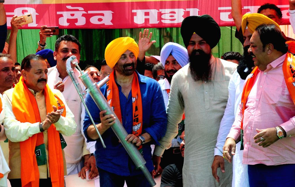 Gurdaspur: Union Minister Jitendra Singh, BJP's Lok Sabha candidate from Gurdaspur, Sunny Deol and Punjab party chief Shwet Malik during a public rally in Punjab's Gurdaspur, on April 29, 2019. (Photo: IANS) - Jitendra Singh and Malik