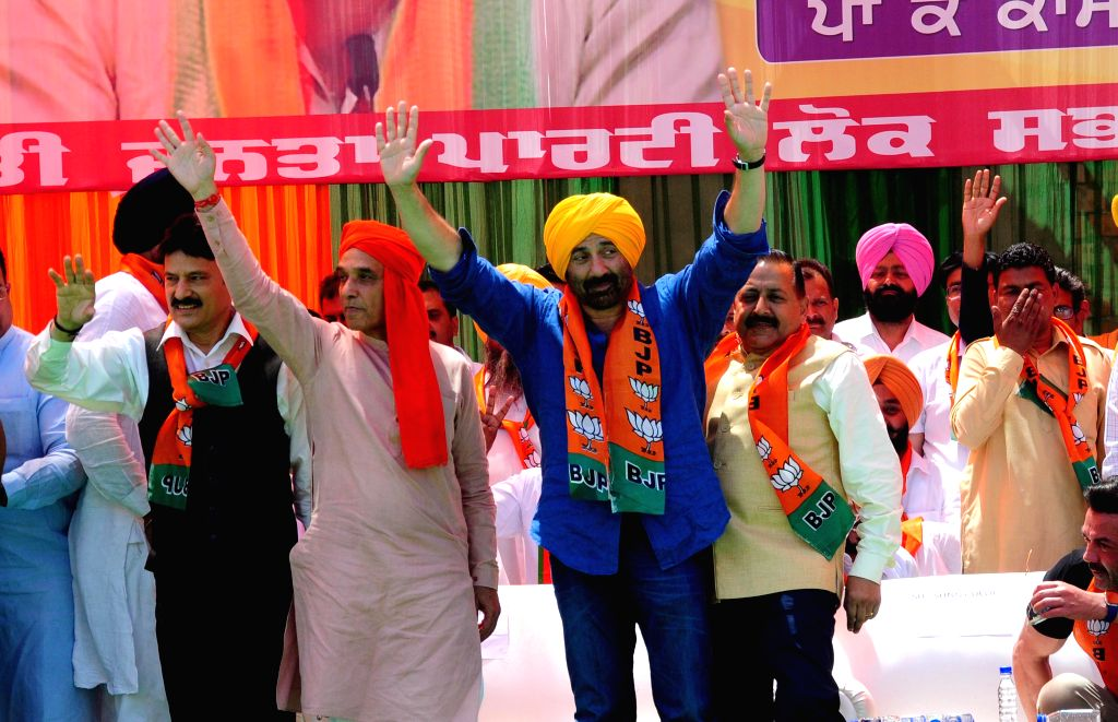 Gurdaspur: Union Ministers Satya Pal Singh and Jitendra Singh and BJP's Lok Sabha candidate from Gurdaspur, Sunny Deol during a public rally in Punjab's Gurdaspur, on April 29, 2019. (Photo: IANS) - Satya Pal Singh and Jitendra Singh