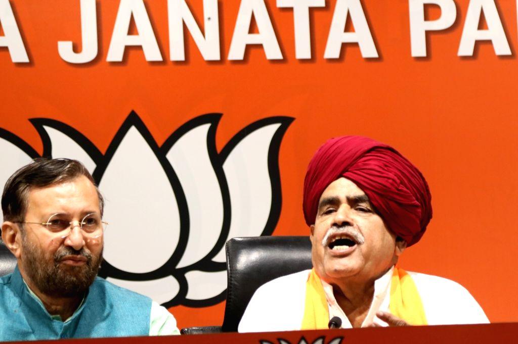 Gurjar Arakshan Sangharsh Samiti leader Kirori Singh Bainsla accompanied by Union Minister Prakash Javadekar, addresses a press conference, in New Delhi, on April 10, 2019. - Prakash Javadekar and Kirori Singh Bainsla