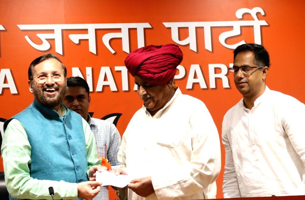 Gurjar Arakshan Sangharsh Samiti leader Kirori Singh Bainsla joins BJP in the presence of Union Minister Prakash Javadekar, in New Delhi, on April 10, 2019. - Prakash Javadekar and Kirori Singh Bainsla