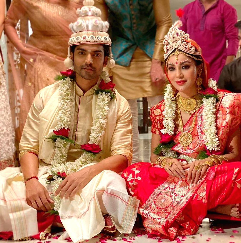 Gurmeet, Debina renew wedding vows on sets of upcoming short film 'Subho Bijoya'.