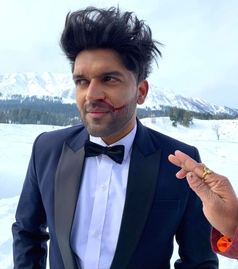 Guru Randhawa suffers nose bleed during Kashmir's sub-zero shooting (Credit: Instagram)