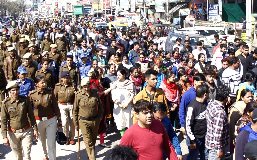 Gurugram: Family members of Vijay Batra alias Tantrik, a prominent bookie was shot dead in his car, allegedly by members of the Kaushal gang on Friday, stage a protest in Gurugram on Feb 23, 2019. (Photo: IANS)