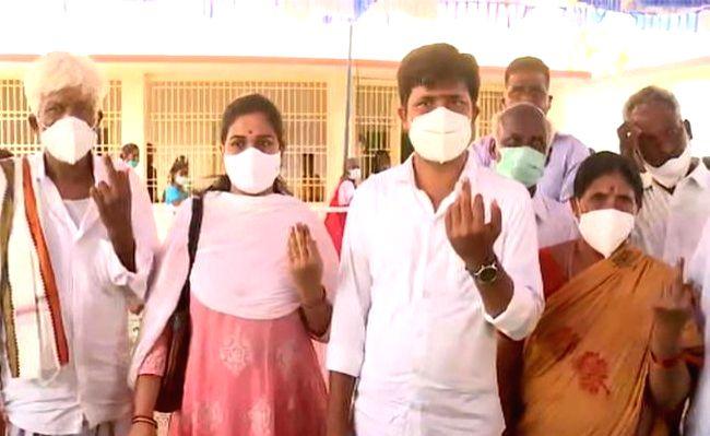 Gurumoorthy, Panabaka Lakshmi cast votes in Tirupati by-poll.