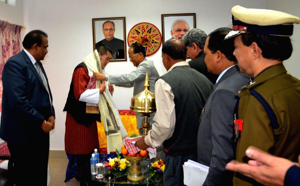 Assam Chief Minister Tarun Gogoi felicitates His Majesty the King of Bhutan Jigme Khesar Namgyel Wangchuck at the LGBI Airport in Guwahati on Jan 25, 2015. - Tarun Gogoi