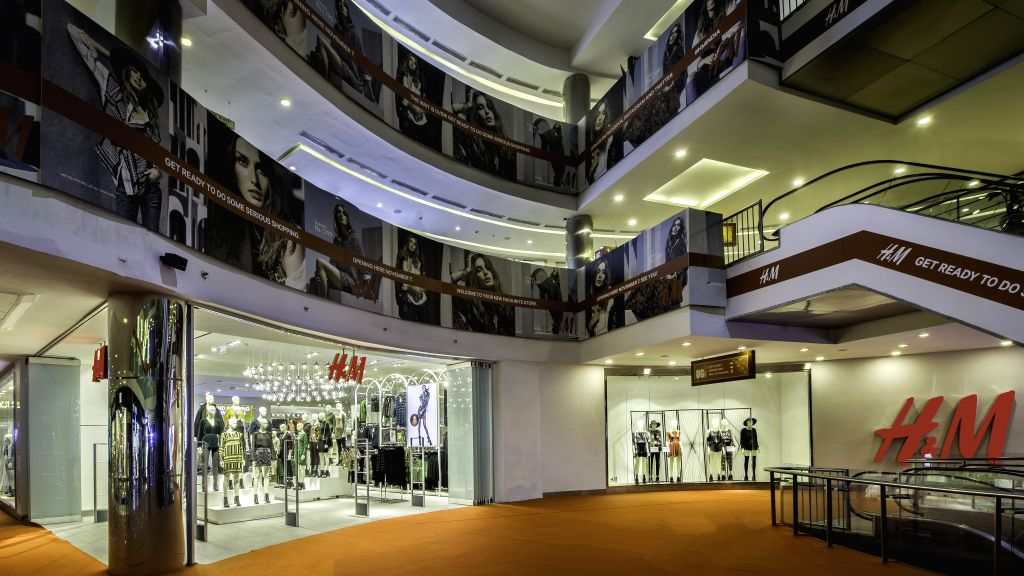 H&M, Ambience Mall VK Store Image Exterior