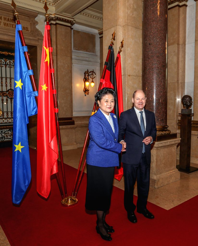 "HAMBURG, Nov. 25, 2016 - Chinese Vice Premier Liu Yandong (L) meets with Hamburg Mayor Olaf Scholz during the two-day Hamburg Summit ""China Meets Europe"" in Hamburg, Germany, on Nov. 24, ..."