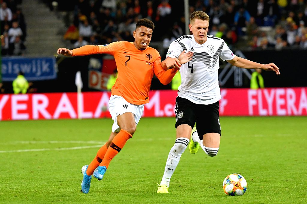 HAMBURG, Sept. 7, 2019 - Matthias Ginter (R) of Germany vies with Donyell Malen of the Netherlands during the UEFA Euro 2020 Group C qualifying football match between Germany and the Netherlands in ...