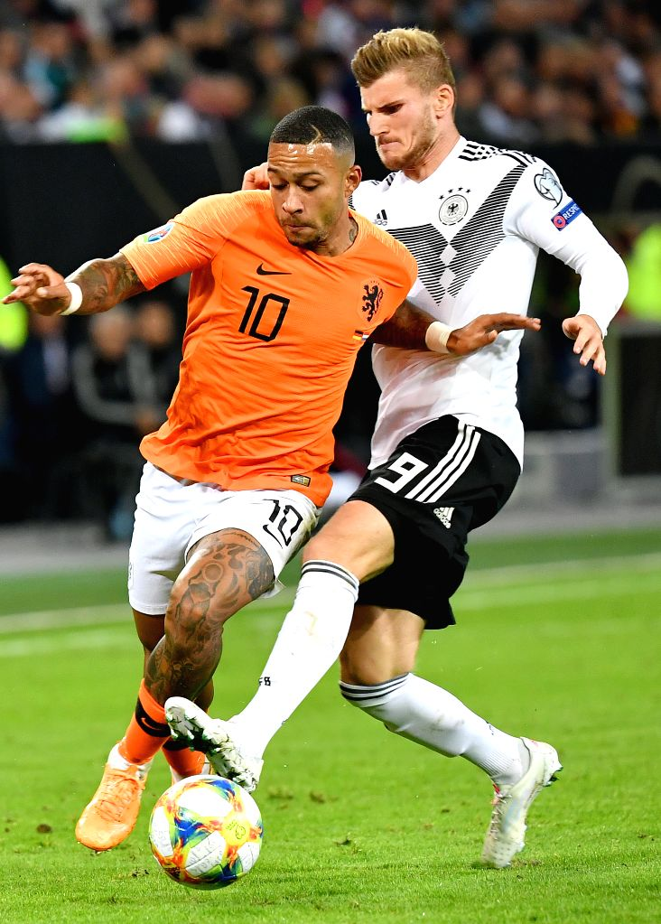HAMBURG, Sept. 7, 2019 - Timo Werner (R) of Germany vies with Memphis Depay of the Netherlands during the UEFA Euro 2020 Group C qualifying football match between Germany and the Netherlands in ...