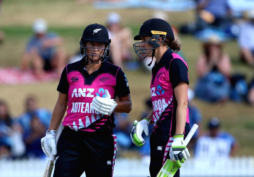 Hamilton (New Zealand): New Zealand's Sophie Devine and Amy Satterthwaite during the third women's T20I match between India and New Zealand at Seddon Park in Hamilton, New Zealand on Feb 10, 2019. (Photo: Surjeet Yadav/IANS) - Surjeet Yadav
