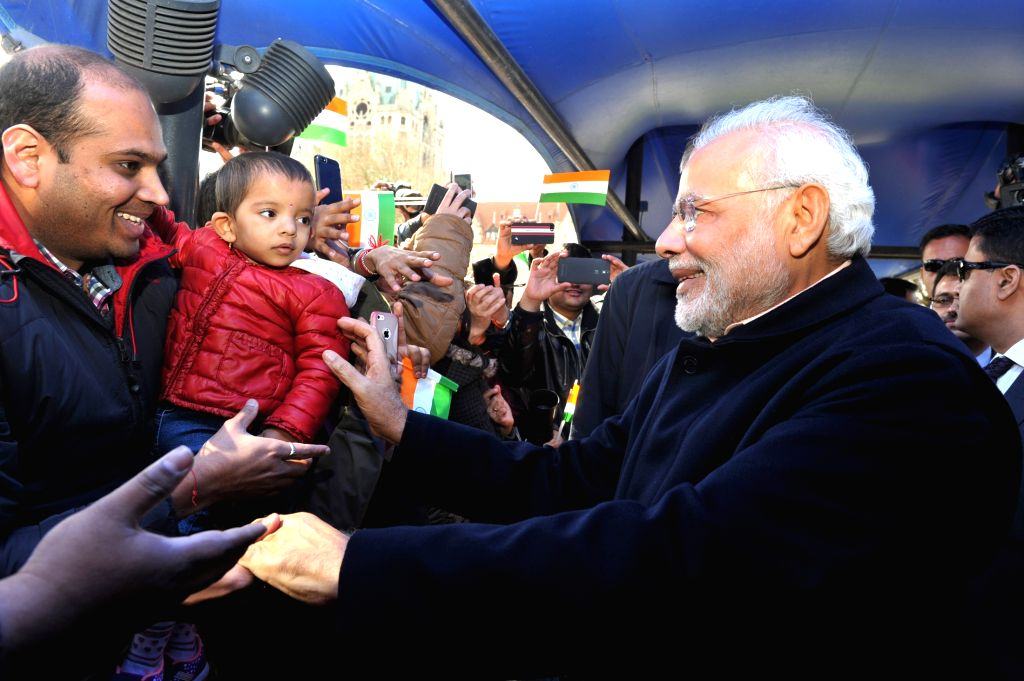 Hannover (Germany): Prime Minister Narendra Modi being greeted by the members of the Indian community on his arrival in Hannover, Germany on April 12, 2015. - Narendra Modi