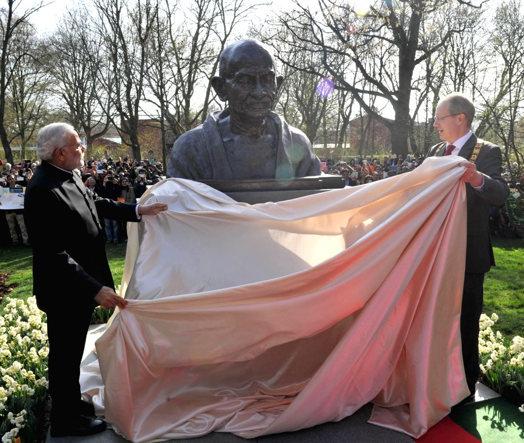 Hannover (Germany): Prime Minister Narendra Modi unveils the bust of Mahatma Gandhi, at Culemannstrasse, in Hannover, Germany on April 12, 2015. Also seen the Mayor of Hannover Stefan Schostok. - Narendra Modi