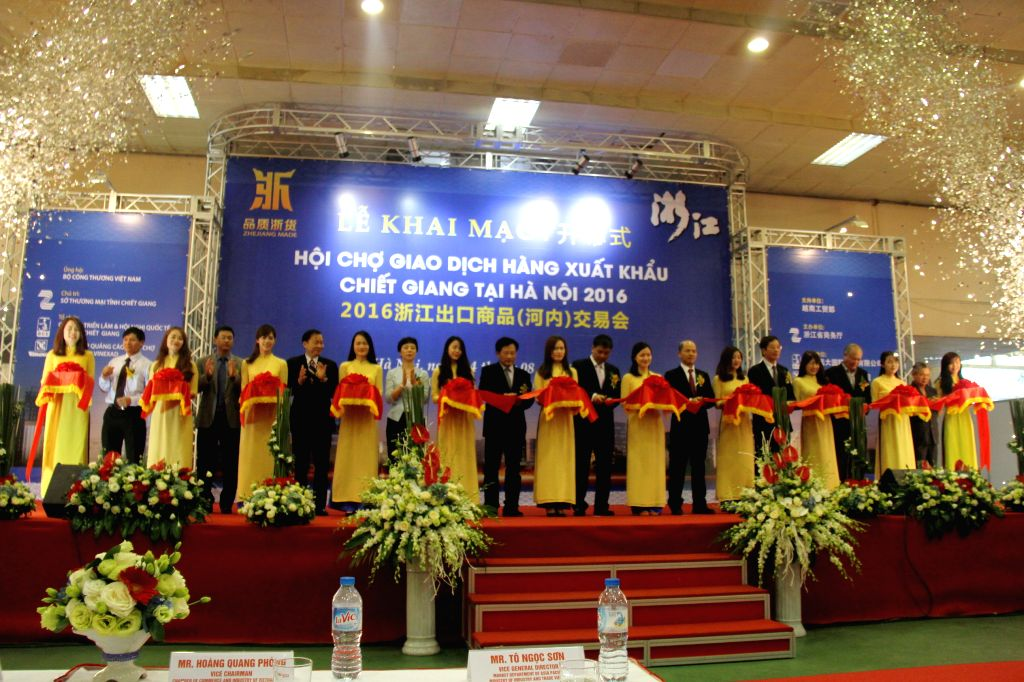 HANOI, Aug. 4, 2016 - Photo taken on Aug. 4, 2016 shows the opening ceremony of the 2016 Zhejiang Export Fair held in Hanoi, Vietnam. Around 150 booths at the elaborately-organized fair showcase ...