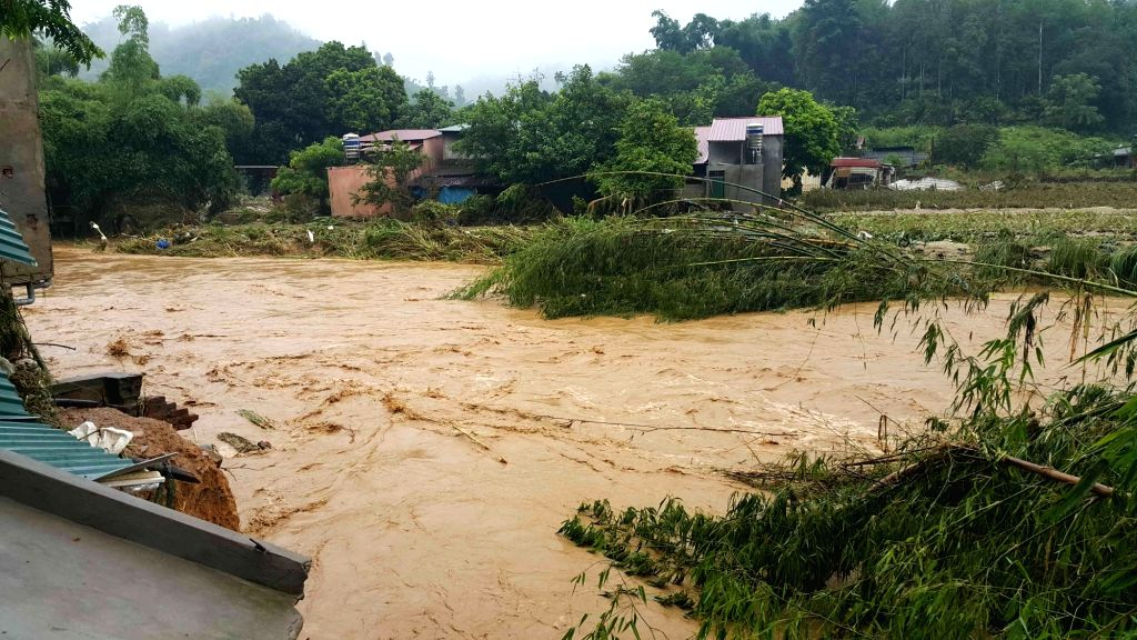 HANOI, Aug. 5, 2016 - Photo taken on Aug. 5, 2016 shows rising flood level in Lao Cai province, north Vietnam. Floods triggered by heavy rain due to Typhoon Nida have left three dead while seven ...