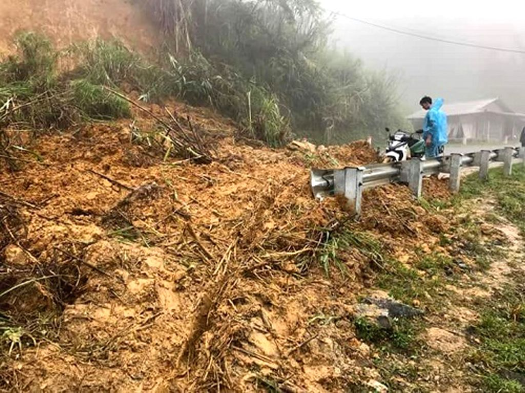 HANOI, July 20, 2018 - Photo taken on July 20, 2018 shows landslide region in Thanh Hoa Province of Vietnam.  Downpour and flooding triggered by Typhoon Son Tinh killed eight people and left 20 ...