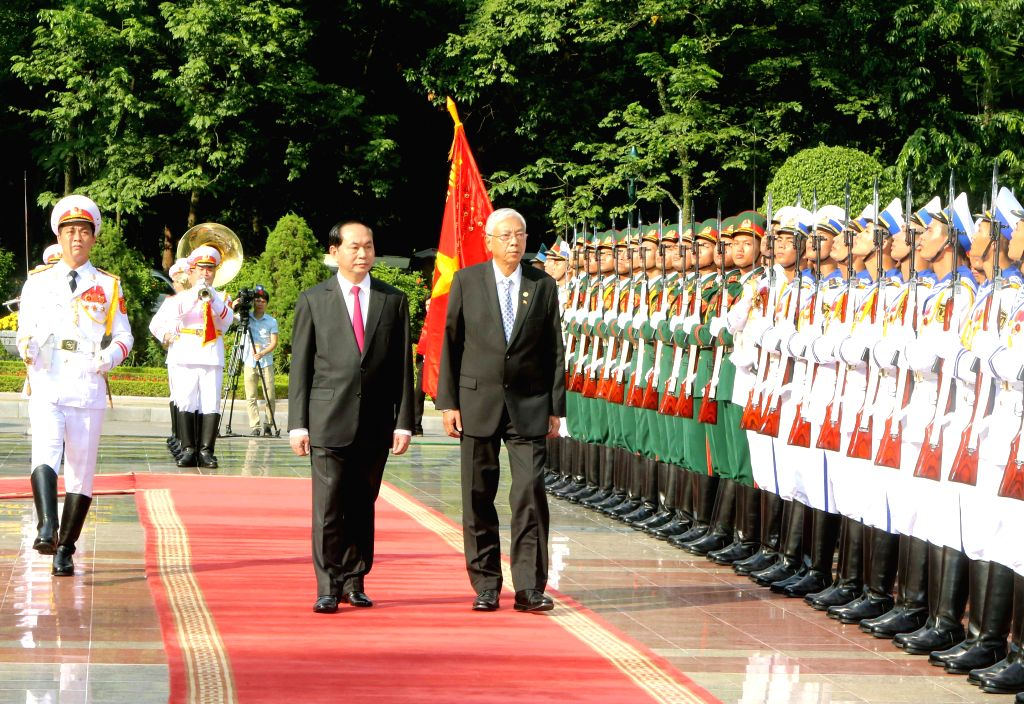 HANOI, Oct. 26, 2016 - Vietnamese President Tran Dai Quang (1st L, front?holds a welcome ceremony for visiting Myanmar President U Htin Kyaw (2nd L, front?in Hanoi, Vietnam, Oct. 26, 2016.